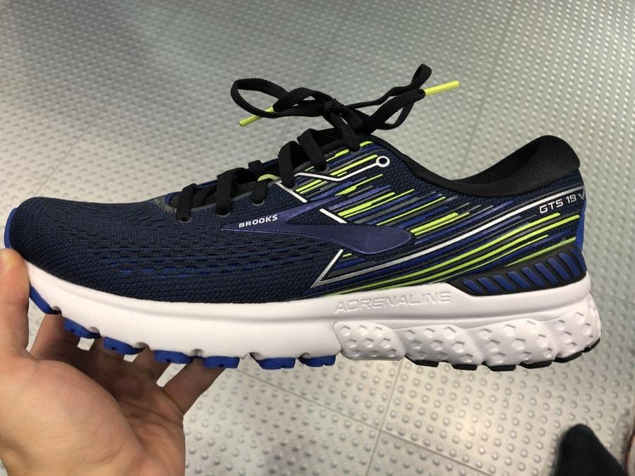 Die Dämpfung eines Laufschuhs kann die Füße des Läufers entlasten