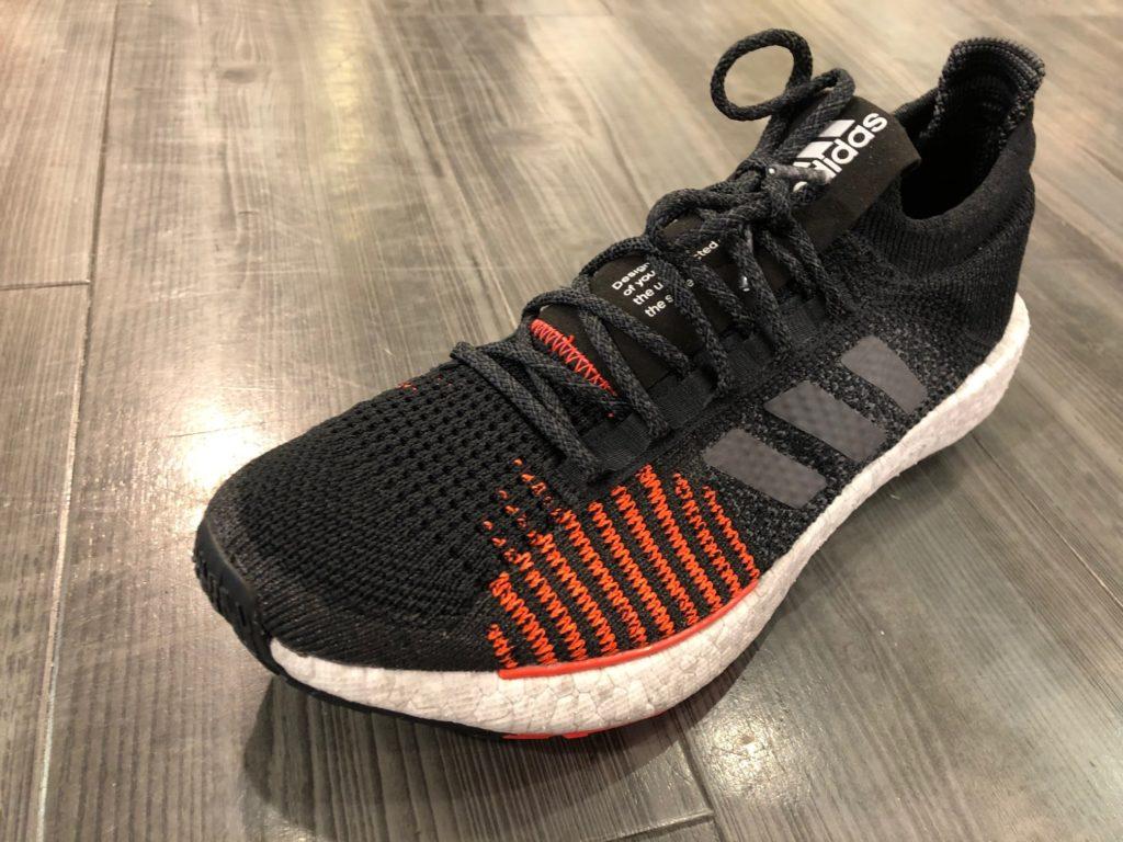 Sockenartiges Obermaterial im Adidas Pulseboost HD